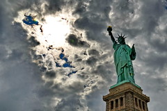 Angry Sky over NYC (gerard eder) Tags: world travel reise viajes america northamerica urban urbanlife urbanview usa unitedstates newyork ny nyc liberty statues estatua clouds wolken nubes sky paisajes outdoor