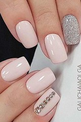 Lovely Simple Nail Design for Valentines Dating