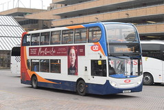 SE 10013 @ Peterborough Queensgate bus station (ianjpoole) Tags: stagecoach east alexander dennis enviro 400 ae12ckf 10013 working route 1 ferryview orton wistow three horseshoes werrington