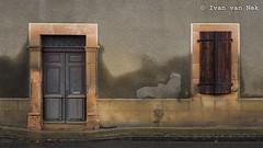 Saint-Marcet, Haute-Garonne (Ivan van Nek) Tags: hautegaronne 31 france occitanie midipyrénées frankrijk frankreich nikon nikond7200 d7200 doorsandwindows ramenendeuren decaying wetwall nattemuur deur volets shutters luiken