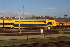 View from a train: NS DDZ 7639 doubledecker intercity train (Davydutchy) Tags: amersfoort nederland netherlands niederlande paysbas holland ns nederlandse spoorwegen railway eisenbahn chemindefer jernbanen fervojo rautatie vasút vasutak ferrovie železnic dráhy железныедороги emplacement yard 7639 ddz ddar talbot intercity doubledecker dubbeldekker trenoaduepiani doppeldecker zug train trein vlak vlaku march 2019