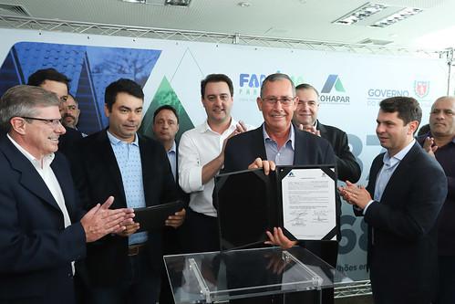 Assinatura de Contratos e ordem de serviço para a construção de 872 casas em 15 municípios - Cohapar