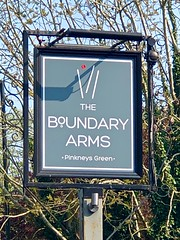 Maidenhead, Berkshire (cherington) Tags: theboundaryarms pinkneysgreen maidenhead berkshire england unitedkingdom pictorialsigns pubsigns traditionalpubsigns englishpubsigns socialhistory innsigns