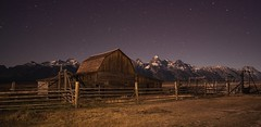 Starry night, Wyoming (reinaroundtheglobe) Tags: wyoming grandtetonnationalpark grandtetons usa landscape night nightphotography mountains mountainrange stars farm