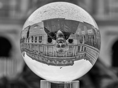 Me, myself and I (Daniel_Hache) Tags: cristal selfportrait hache paris me i myself jardindupalaisroyal colonnes buren autoportrait boule daniel france fr