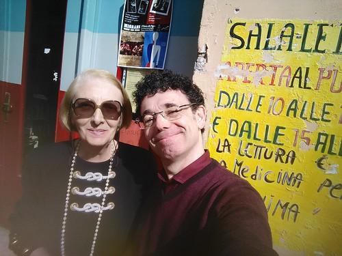 io e Franca Peracchi davanti la biblioteca Pigna mon amour