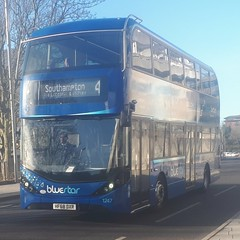 Bluestar 1247 is on Blechynden Terrace while nearing the end of a Journey on route 4 from Romsey via Lordshill and Shirley. - HF68 DXR - 9th January 2019 (Aaron Rhys Knight) Tags: bluestar 1247 hf68dxr 2019 blechyndenterrace southampton hampshire gosouthcoast goahead alexanderdennis enviro400city