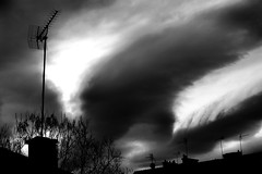 houle urbaine (marwib_) Tags: nuages ciel noiretblanc antenne houle urbain tempête clouds sky blackandwhite bw