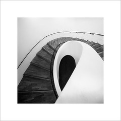 the Loop (ekkiPics) Tags: bnw square elphi staircase stairs elbphilharmonie hamburg