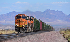 BNSF 3888 ( GE ET44C4 ) (vsoe) Tags: züge güterzug güterzugstrecke transcon eisenbahn train railway railroad freighttrain ge engine diesel bnsf california kalifornien usa amerika america mojave desert wüste
