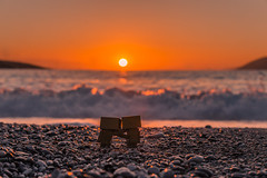 Danbos at sunset (Vagelis Pikoulas) Tags: danbo toy sun sunset dashboard canon 6d tamron 70200mm vc f28 beach bokeh spring march 2019 porto germeno greece europe landscape sea seascape sky skyscape way waves wave water