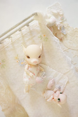 Piggies on the Bed (little ︎♥ lovelies) Tags: alicecherryblossom 1streleased elfdoll rainman charlesstephan poinklilpotbellie pink pig piglet bjd handmade doll quilt tiny candycushion clothes balloon cotton jumper eyelet silk dress