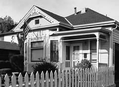 Santa Clara (bior) Tags: 6x45cm mediumformat 120 ilford fp4 fp4plus ilfordfp4 santaclara pentax645nii flag house whitepicketfence america california usa