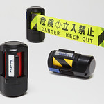 立ち入りを制限する自動巻きテープの写真