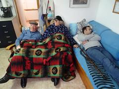 modo reposo (Joan Pau Inarejos) Tags: divertida divertidas manta dormir descanso siesta becaina aniversari cumpleaños papa paco 62 2019 febrer febrero ordal familia família familiars familiares