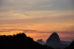 just a view... (Ruby Ferreira ®) Tags: sky pordosol sunset silhuetas silhouettes layers morro montain