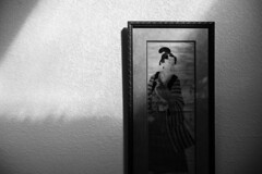 light in [crop] (peaceblaster9) Tags: wall art frame print light home 壁 絵 光 blackandwhite bnw bw blackwhite 白黒 モノクロ モノクローム leica summilux 50mm stilllife スティルライフ 静物
