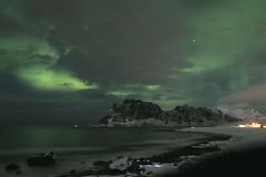 Aurore boréale Norvège Norway Lofoten (Puce d'eau) Tags: aurore boréale ciel mer fjord montagne norway norvège lofoten nature sauvage paysage nuit lumière reflet rayon vert canon eos 1855mm