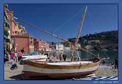 A warm Sunday in March (cienne45) Tags: boat barca sanbastian baiadelsilenzio bagnanti bathers rivieradilevante liguria italy spiaggia beach carlonatale cienne45 natale