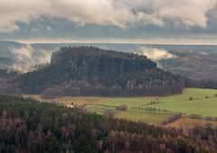 Blick auf den Pfaffenstein (mad_airbrush) Tags: 5d 5dmarkiii 70200mm 70200mmf4lisusm tele sächsischeschweiz sachsen germany deutschland berge gebirge landscape landschaft clouds cloudy wolkig pfaffenstein lilienstein filter ndfilter nd