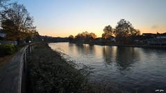 Un soir d'automne (petit_filou77) Tags: bry brysurmarne marne france landscape paysage river fleuve water ciel sky autumn autumncolors arbres trees nature city