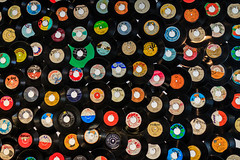 Im Plattenladen (UsualRedAnt) Tags: berlin platten plattenladen records vinyl 70d f18 sigma35mmf14art canon schallplatten friedrichshain deutschland germany