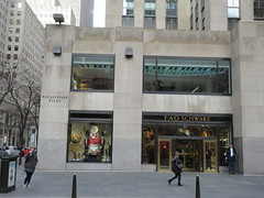 New Location FAO Schwarz Toy Store 30 Rock NYC 9603 (Brechtbug) Tags: new location fao schwarz toy store rockefeller plaza entrance across from today show nbc studio 5th avenue 50th street york city 01102019 nyc 2019 open crowd tourist tourists midtown manhattan schwartz front facade