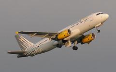 Airbus-A320-EC-LUN (Pieter Davids) Tags: schiphol amsterdam airport