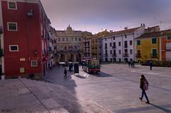 Plaza mayor de Cuenca (chelocatala) Tags: plaza casas autobus gente cuenca