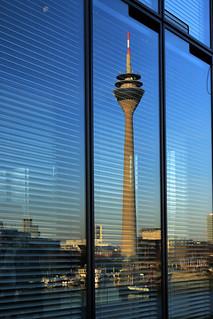 Tower Düsseldorf, Spiegelung