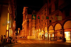Voyage en Italie 2018   0885 (Distagon12) Tags: italy italia italie sonya7rii summilux street streetphoto strada rue night nuit nightphoto nacht notte noche wideaperture bologna bologne