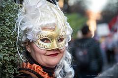 Desde Venecia a Bilbao (Juan Ig. Llana) Tags: bilbao bizkaia vizcaya carnaval desfile disfraz máscaraveneciana antifaz peluca mujer retrato