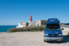 VW T4 Carthago Malibu @ Algarve/P (jr-teams.com - Photo) Tags: travel traveling travelling photos journey trip road reise reisefotos world europe photography vw volkswagen vdub t4 carthago malibu camper campervan campingbus vwbus bus vanlife van bedonwheels travellingonwheels roaming campers campervans roamingholiday nikon d700 nikkor afs 424120vrii 24120 lightroom gps digps dawntech portugal sagres algarve cabo sao vicente lighthouse