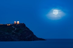 Super moon at Poseidon's temple, cape Sounion. (acgiannopo) Tags: bluehour dusk supermoon ναόσποσειδώνα σούνιο