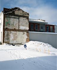 Snowy ground (Maysville) (nikolaijan) Tags: plaubelmakina 67 plaubel kodak 400vc 120 film maysville ky houseportrait southandmidwest