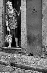Lissabon Gente de Lisboa 31 neu bw (rainerneumann831) Tags: bw blackwhite street streetscene ©rainerneumann urban monochrome candid city streetphotography blackandwhite frau lissabon lisboa gentedelisboa