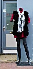 Model (Steenvoorde Leen - 11.3 ml views) Tags: etalagepop schaufenster manikin dummy maniqui mannequin vetrina vitrina model showmodel 2018 noordwijk noordwijkaanzee hoofdstraat badplaats zuidholland
