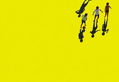 Tre e mezzo (meghimeg) Tags: 2019 genova omre sole shadow sun bambini children palla ball giallo yellow
