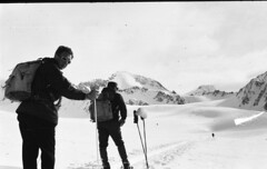 Ready to trek (Arne Kuilman) Tags: lostandfound zimmermans photos photonotmine scan v600 epson holiday found gevonden austria oostenrijk mountains snow sneeuw