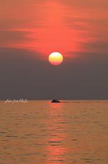 Tramonto romantico (Antonio Ciriello PhotoEos) Tags: sole sun sunset tramonto puglia apulia italia italy mare sea taranto tramontone baiaditramontone canon 5dmarkiv eos5dmarkiv canon5dmarkiv canoneos5dmarkiv 5d 70300 70300usm canon70300isiiusm canon70300