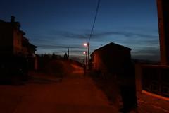 Noche roja en Viella (ILUSIONES ÓPTICAS. Comunicación y creación audi) Tags: noche night asturias asturies spain españa norte rojizo luz pueblo farolas camino
