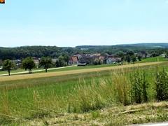 """Erbstetten, ein Teilort von Ehingen (Donau) auf der Schwäbischen Alb in Süddeutschland (12er-Serie) (warata) Tags: 2014 """"fujifilm finepix hs30exr"""" deutschland germany süddeutschland southerngermany schwaben """"baden württemberg"""" badenwuerttemberg swabia nature outside landscape garden """"schwäbische alb"""" schwabenalb erbstetten ehingen"""