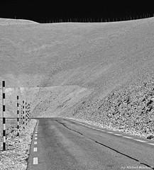 Die Strasse... zum Mt. ventoux FR (Mike Reichardt) Tags: minimalism minimal minmal minmalism blackwhite blancetnoir schwarzweiss monochrome landscape landschaft lessismore