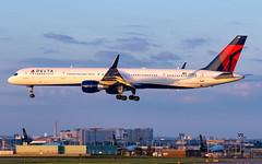 MSP N584NW (Moments In Flight) Tags: minneapolisstpaulinternationalairport msp kmsp mspairport aviation avgeek n584nw boeing 757 b753 757300 757351 deltaairlines delta airliner airplane