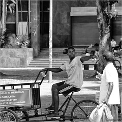 I saw her standing there (John Riper) Tags: johnriper street photography straatfotografie square vierkant bw black white zwartwit mono monochrome john riper fuji fujifilm xt2 xf 18135 rio riodejaneiro brazil conversation chat bike delivery carrier trike tricycle cycle men ice drinks seller bags tins