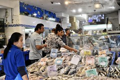 the other sea world (gro57074@bigpond.net.au) Tags: shop candid shopping dailylife people theotherseaworld f45 50mmf14 artseries sigma d850 nikon fishmonger fish sydney cabramatta guyclift color colour