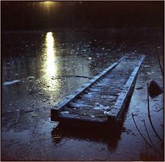 winter-sunset (Ulla M.) Tags: snow eis ice lake see steg schnee balgenkamera falter foldingcamera folder adox adoxgolf adoxmessgolf film filmphotography freihand filmshooter filmisnotdead fuji 6x6 mediumformat messgolf mittelformat canoscan8800f selfdeveloped selbstentwickelt tetenalcolortec homedeveloped umphotoart analogphotography analogue analog vintagecamera