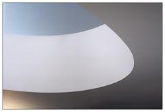 Kurve | bend (frodul) Tags: abstrakt architektur detail gebäude gestaltung innenansicht konstruktion kurve hannover kunst abstraktion caldersaal schatten sprengelmuseum niedersachsen deutschland bend