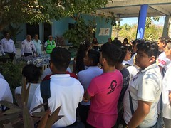 Con personal de la Preparatoria Federal Emiliano Zapata, encabezado por el director Fidel López Flores trabaja nuestro coordinador Heliodoro_hcde para reforzar acciones en materia de Protección Civil