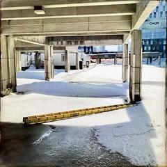 Pont improvisé... (woltarise) Tags: echelle hiver travaux montréal couleurs iphone7 hipstamatic